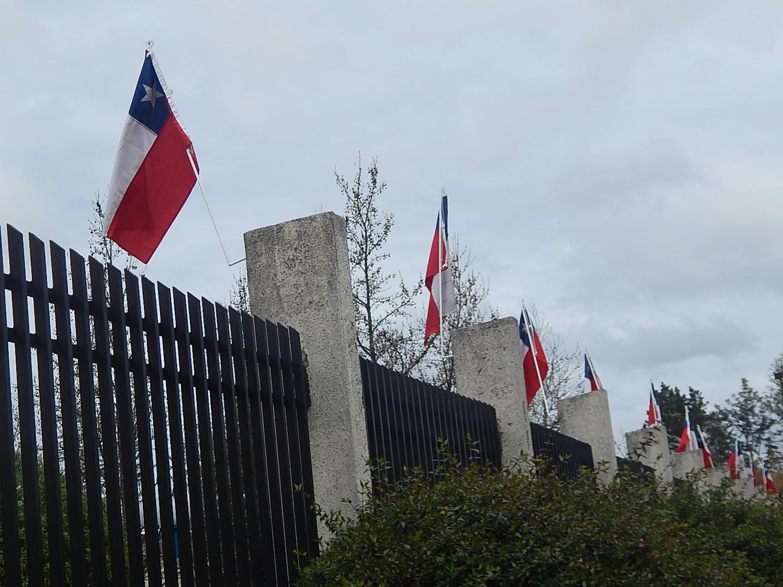 Es Obligatorio Izar El Emblema Nacional