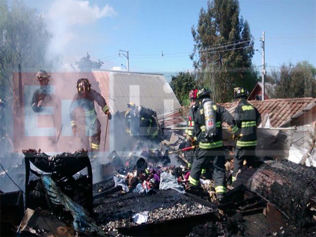Incendio dejó Cinco Damnificados en Sector Mercedes en Talca