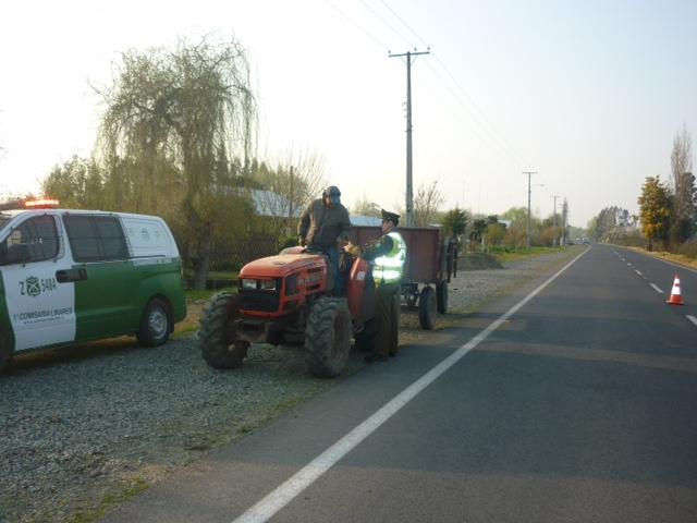 Carabineros de Yerbas Buenas fiscalizan a conductores de tractores