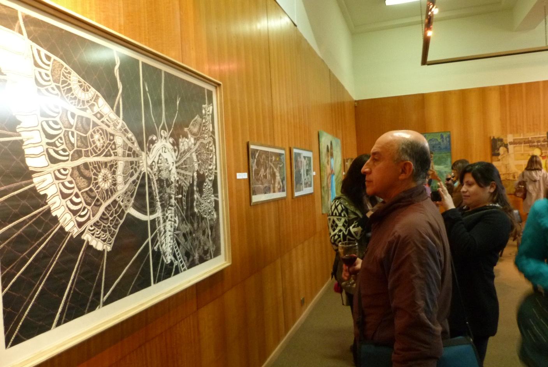 Muestra Colectiva de Salvadoreños Inunda de Color a Curicó