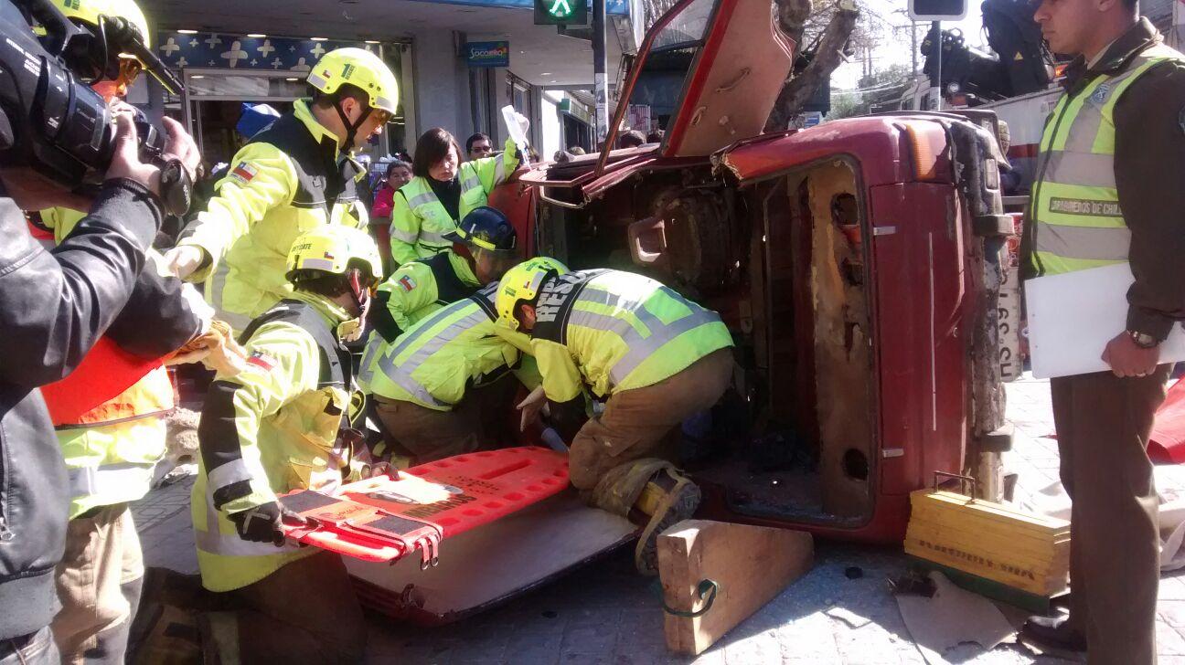 Conmoción por llamativo simulacro de accidente en el centro de Talca