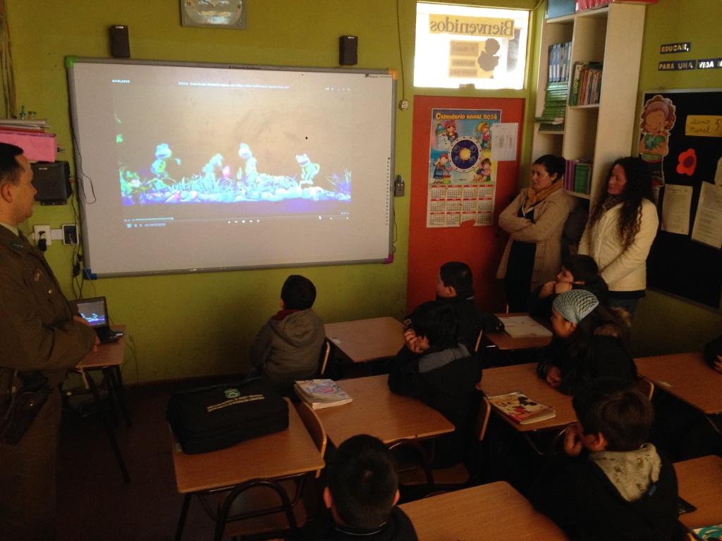 Carabineros Realiza Charlas Preventivas con Estudiantes de Chanco