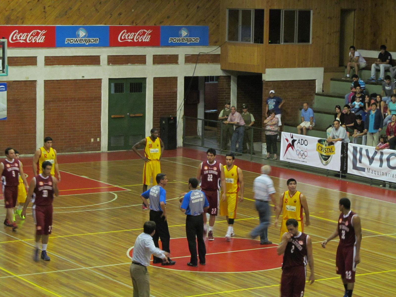 Los Leones y Deportes Castro se Empinan en la Liga Nacional