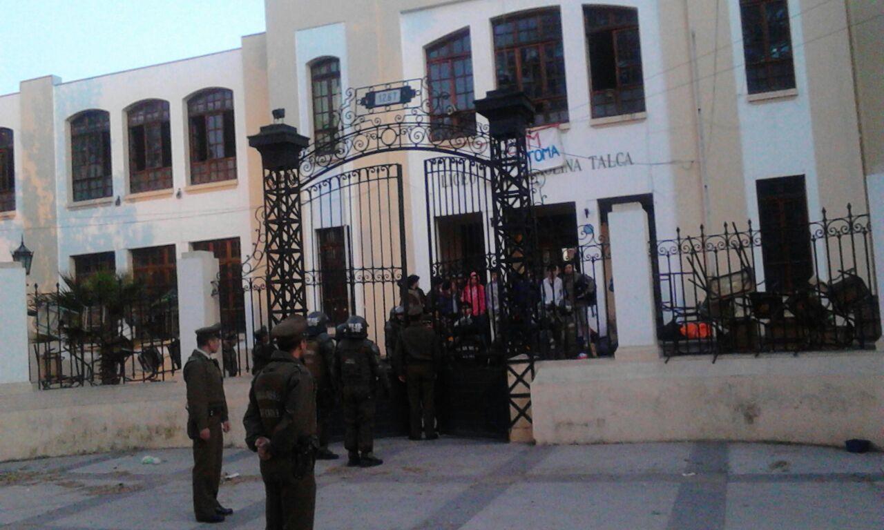 Cincuenta Estudiantes Detenidos por Desalojos de Liceos en Talca