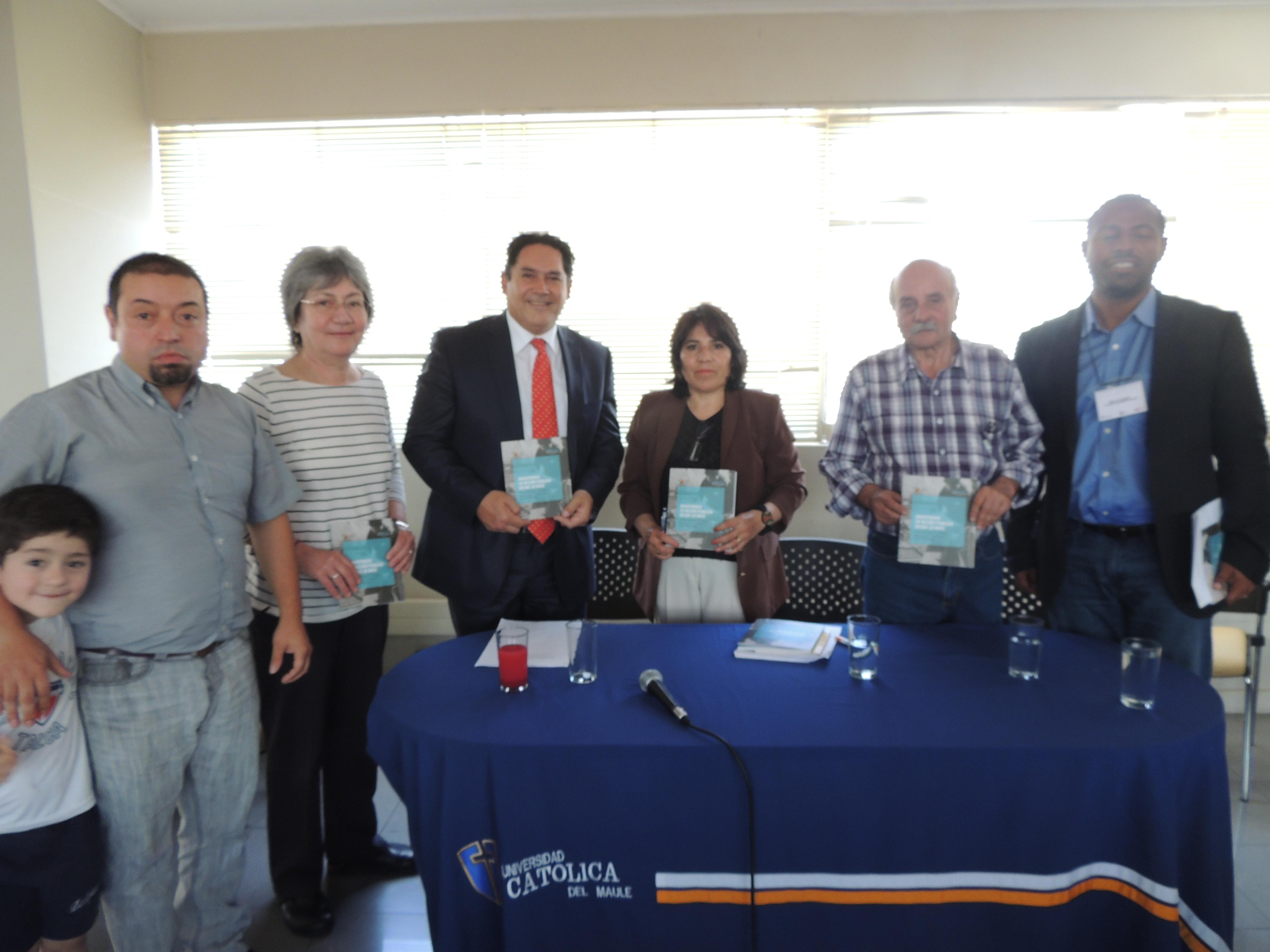 Trabajo Comunitario de Vecinos quedó Plasmado en un Libro en Talca