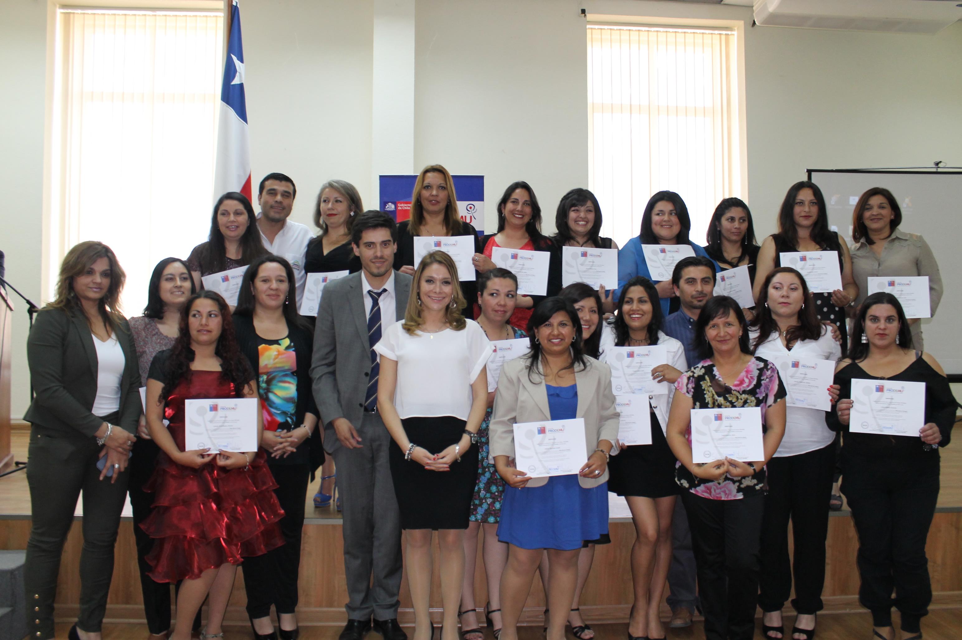 "Mujeres se Certificaron en Programa Prodemu ""Ellas Buscan Trabajo"""