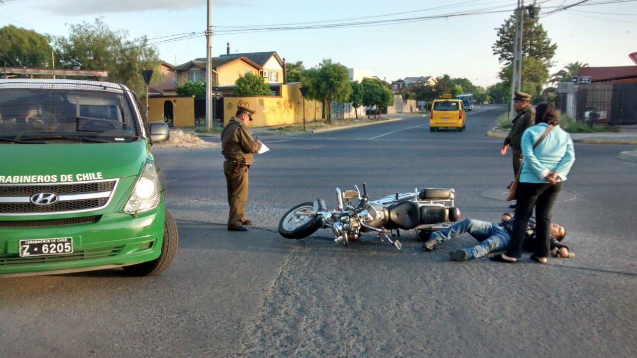 Colisión de Motociclista con Automóvil deja un Herido en Talca