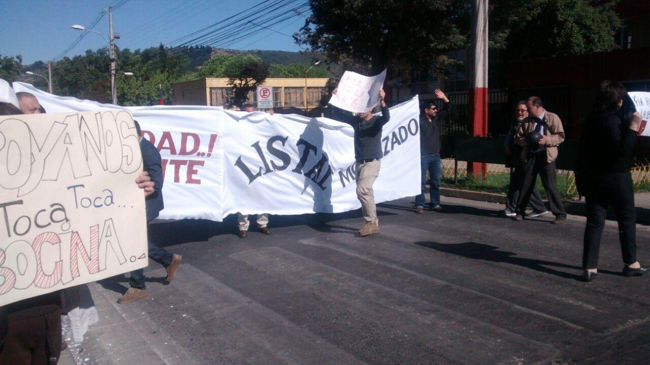 Profesores de Liceo Industrial Protestan en Talca