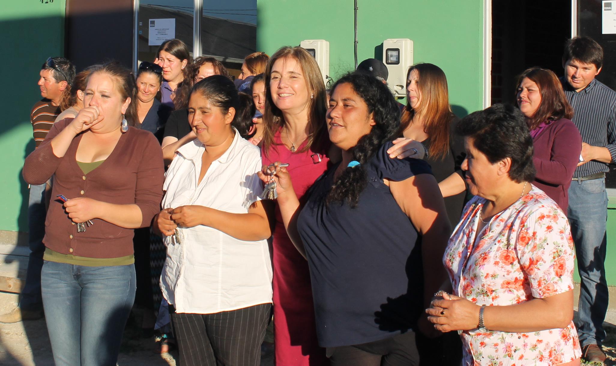 55 Familias Recibieron las Llaves de sus Casas Propias en Parral