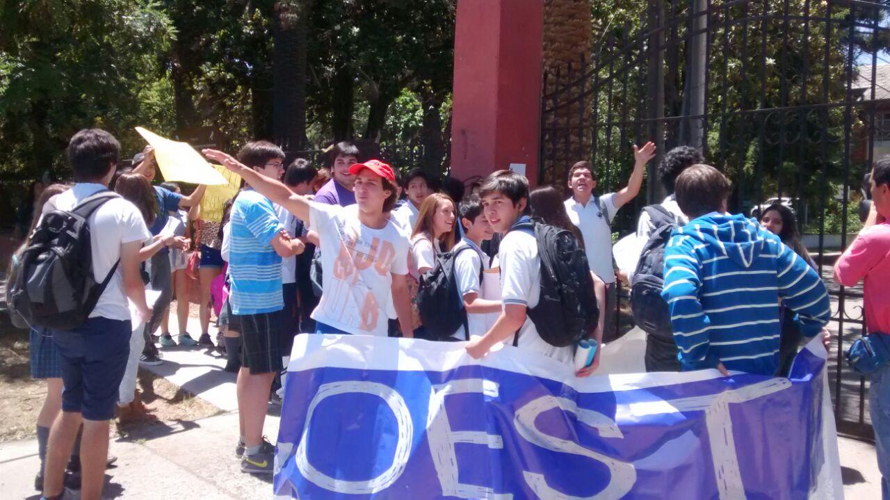 Estudiantes Protestan en Contra de la Reforma Educacional en Talca