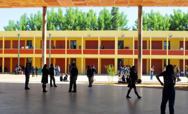 Consejero Regional Muestra su Preocupación por Infraestructura en Colegios Municipales