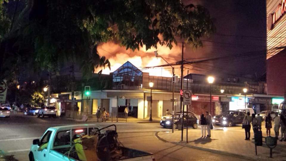 Violento Incendio en Centro Comercial de Talca