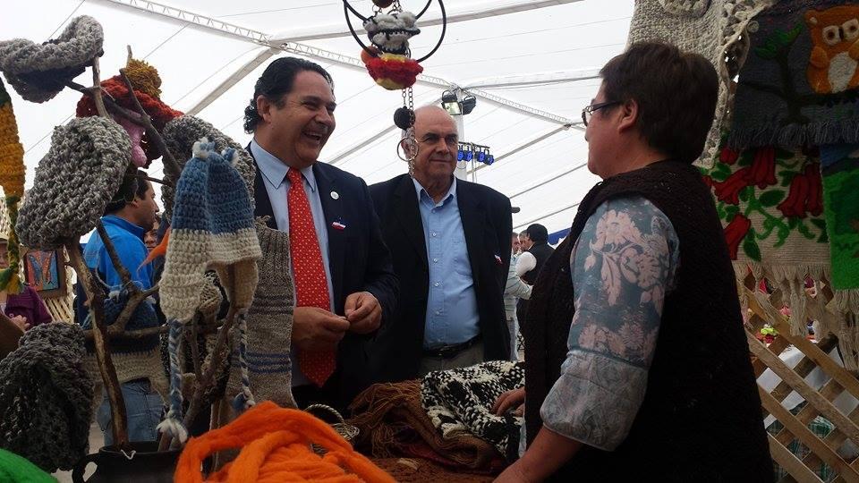 En Playa de Iloca se inauguró Feria de emprendimiento del Fosis