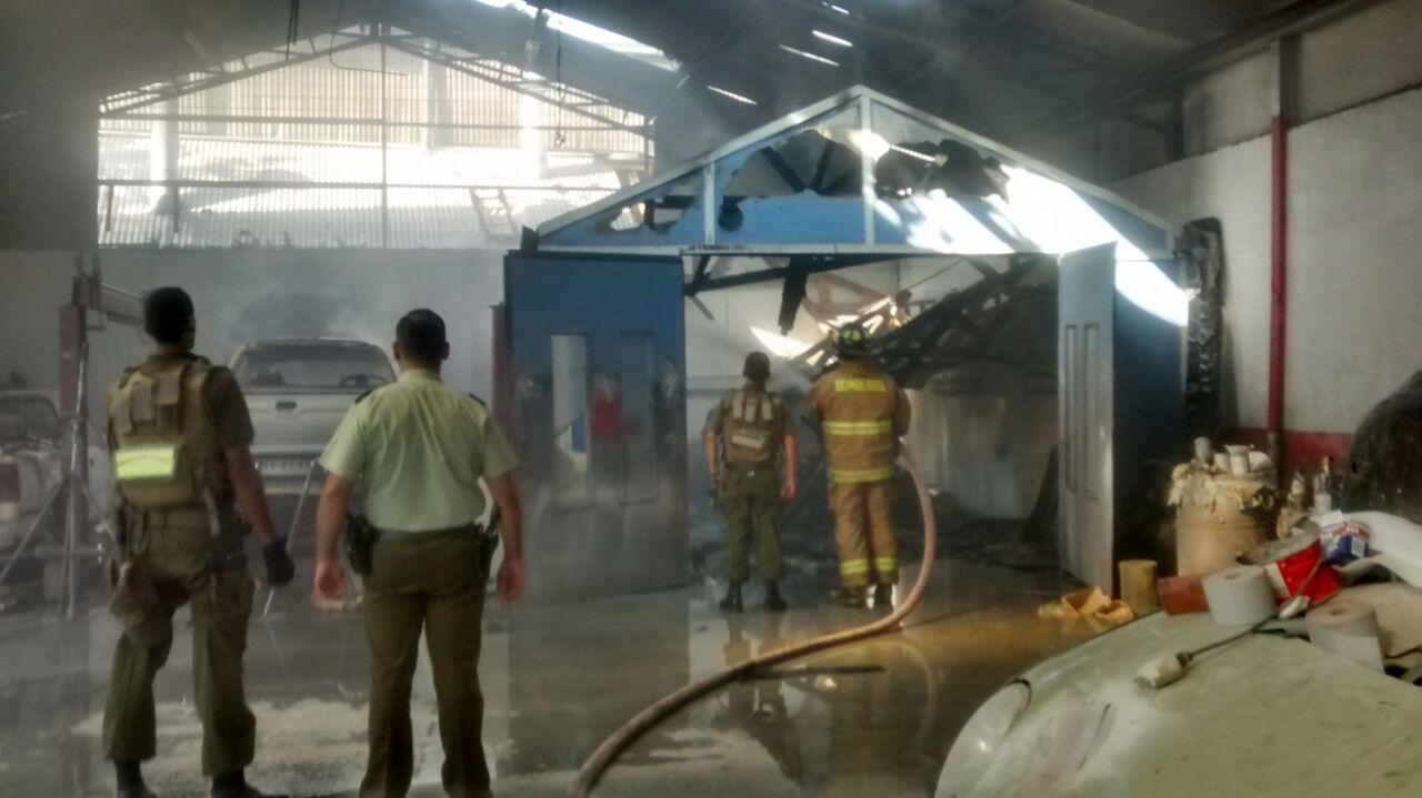Daños Cuantiosos Generó Incendio en Taller Mecánico en Talca