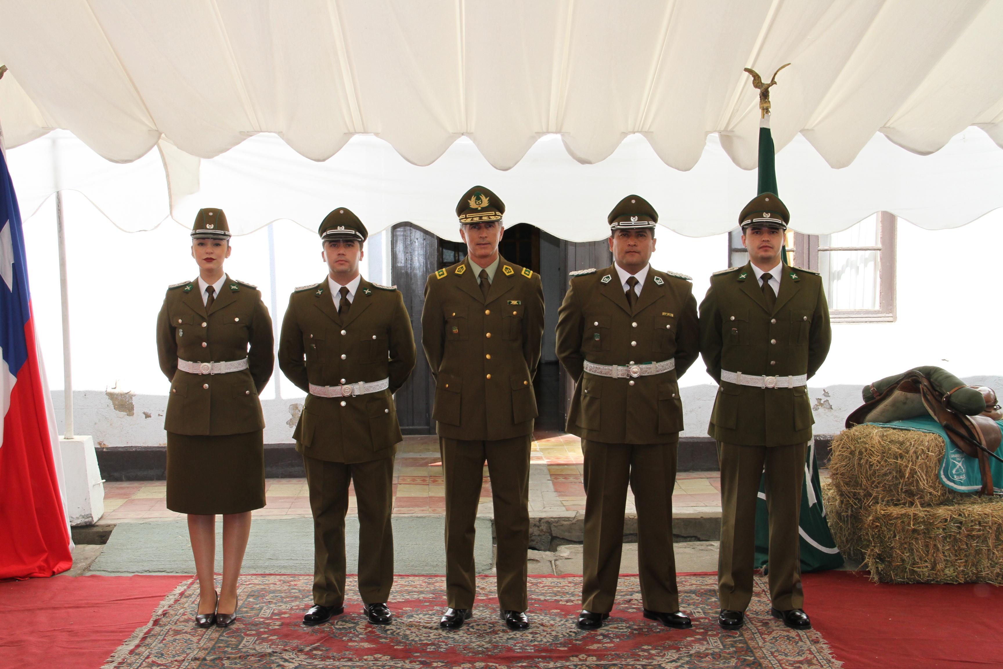 Carabineros desarrolla ascensos de oficiales en Linares