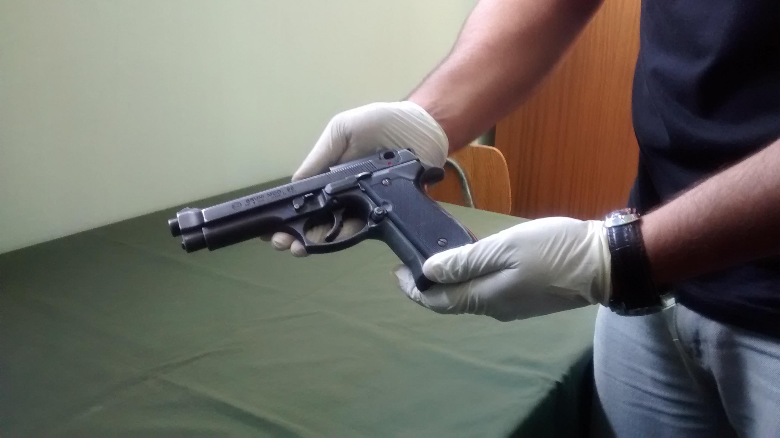 Detienen a menor que portaba arma de fuego en las afueras de liceo en Talca