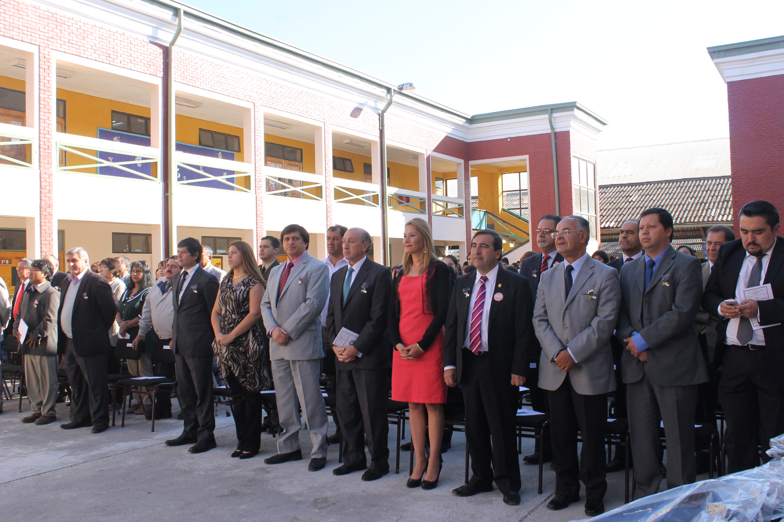 Autoridades destacan aporte del ministerio a la educación pública