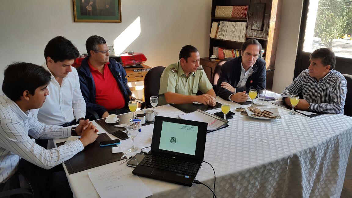 Autoridades se reúnen con carabineros para coordinar acciones anti delincuencia