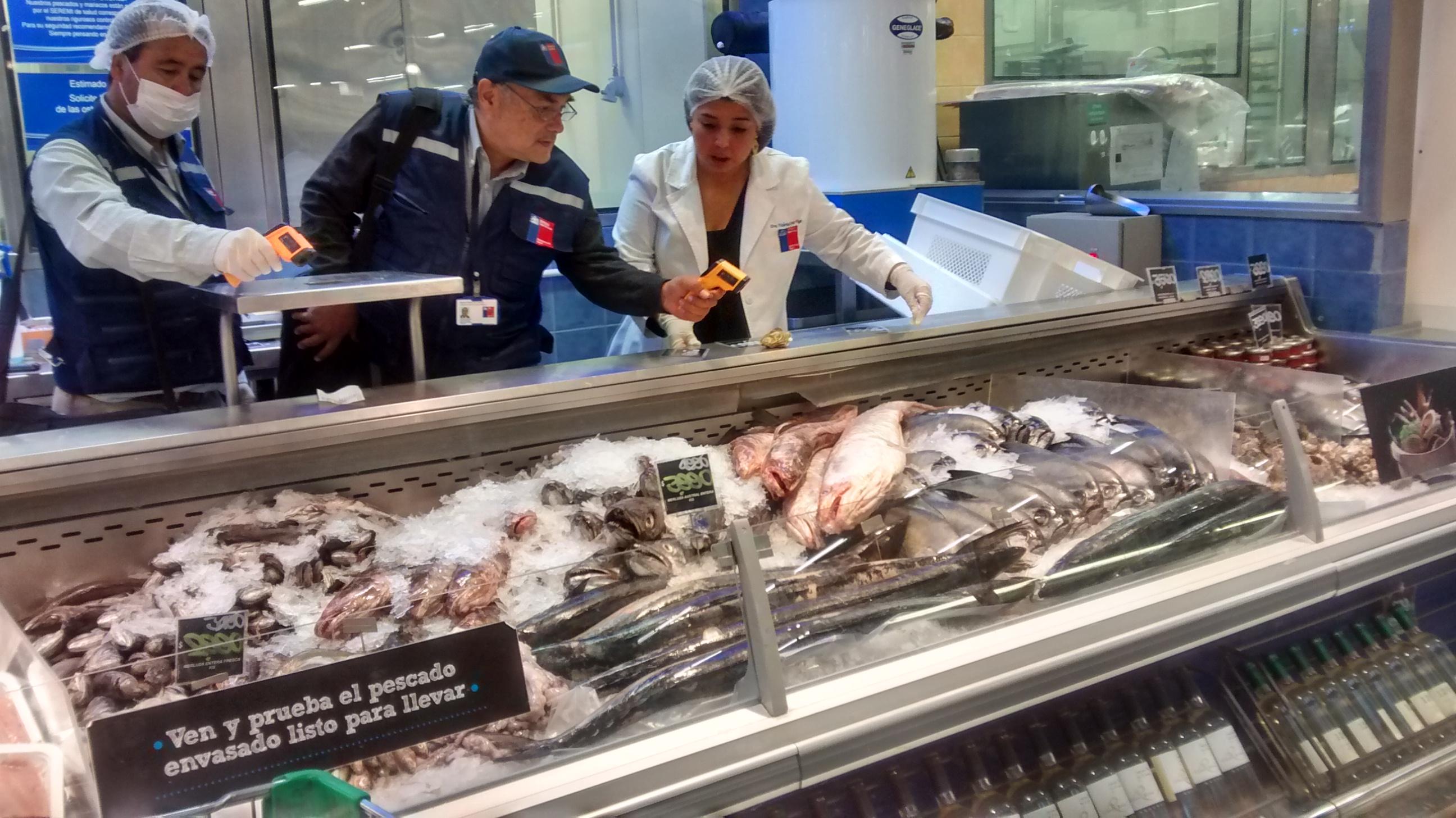 Autoridades de salud fiscalizan ventas de mariscos