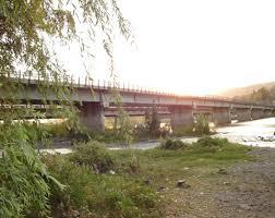 Hombre se lanza al vacío desde el puente del río Claro en Talca