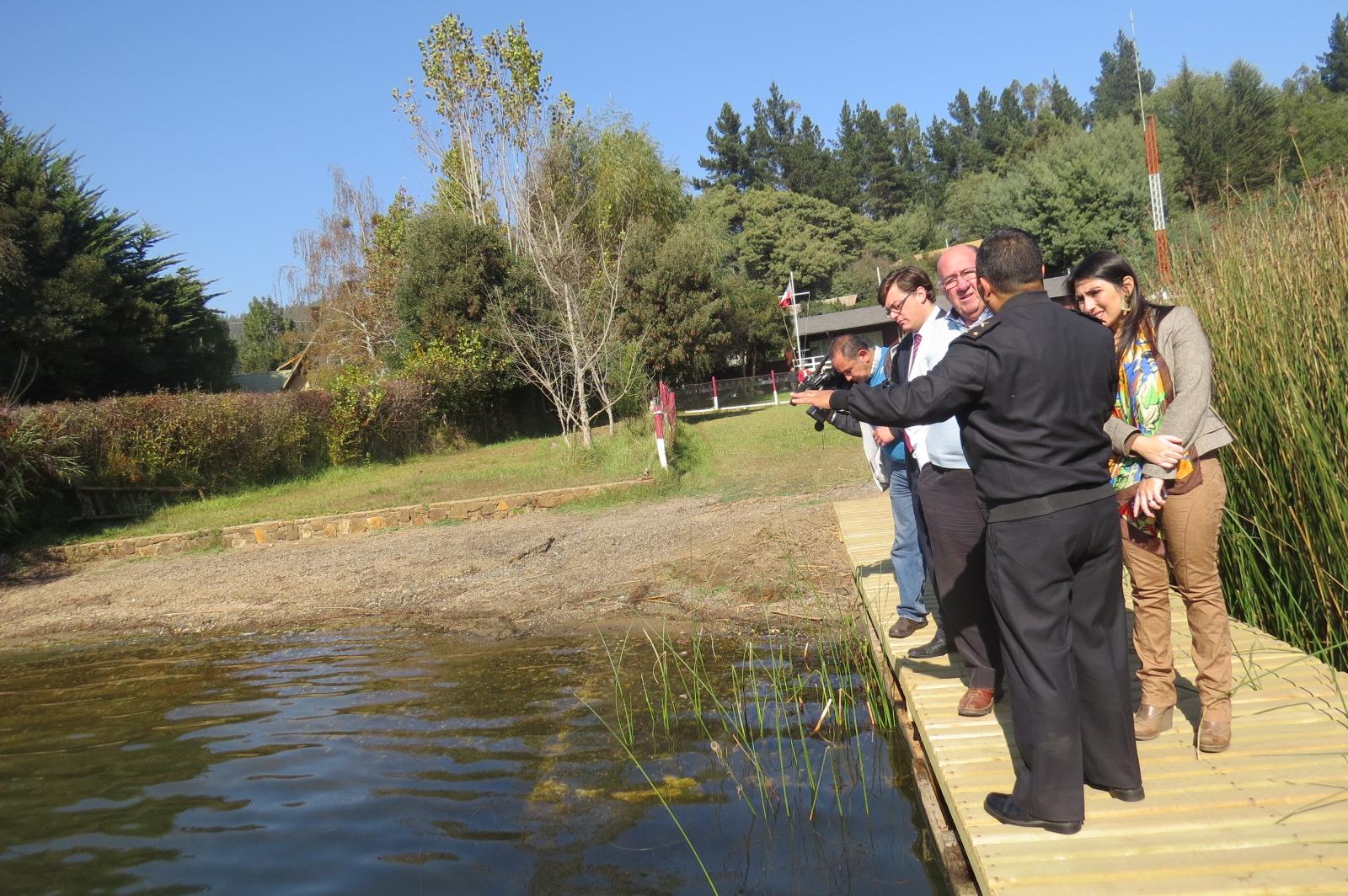 Expertos de Universidad Católica tomaron muestras de aguas del lago Vichuquén