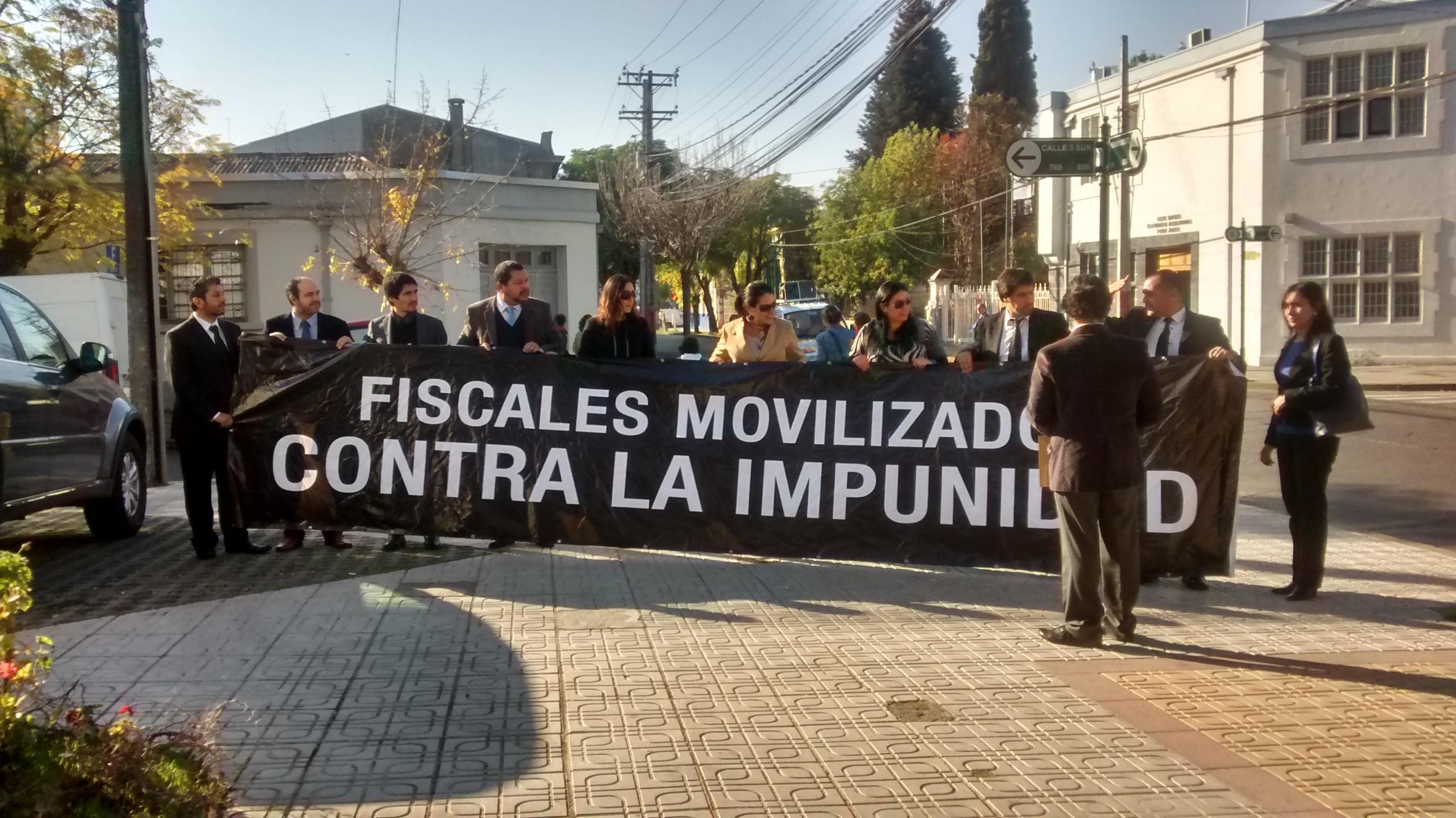 Fiscales realizan manifestación para exigir aprobación rápida de la ley de fortalecimiento
