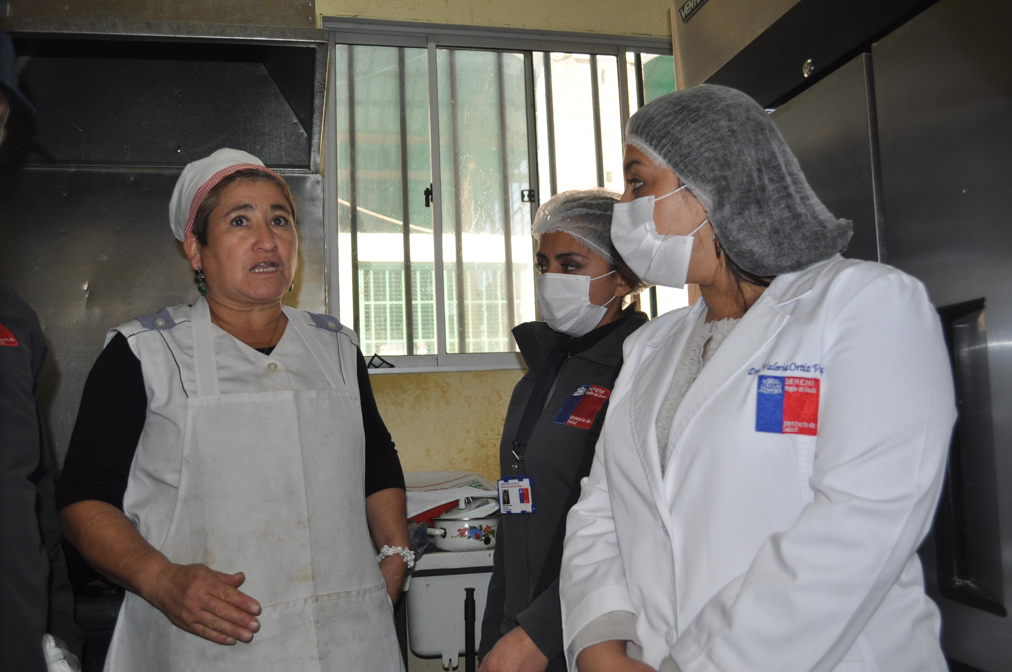 SSM, revisa locales de comida del Mercado Municipal de Talca