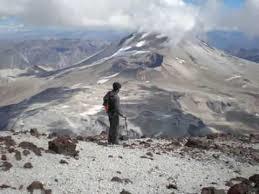 Sernageomin monitorea actividad de volcán Descabezado Grande tras sismo de esta madrugada