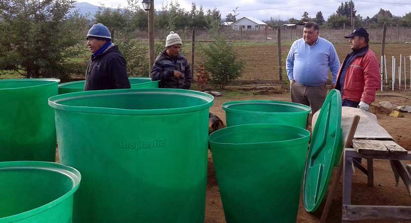 Entregan recipientes para almacenar agua en sectores afectados por sequia en Talca