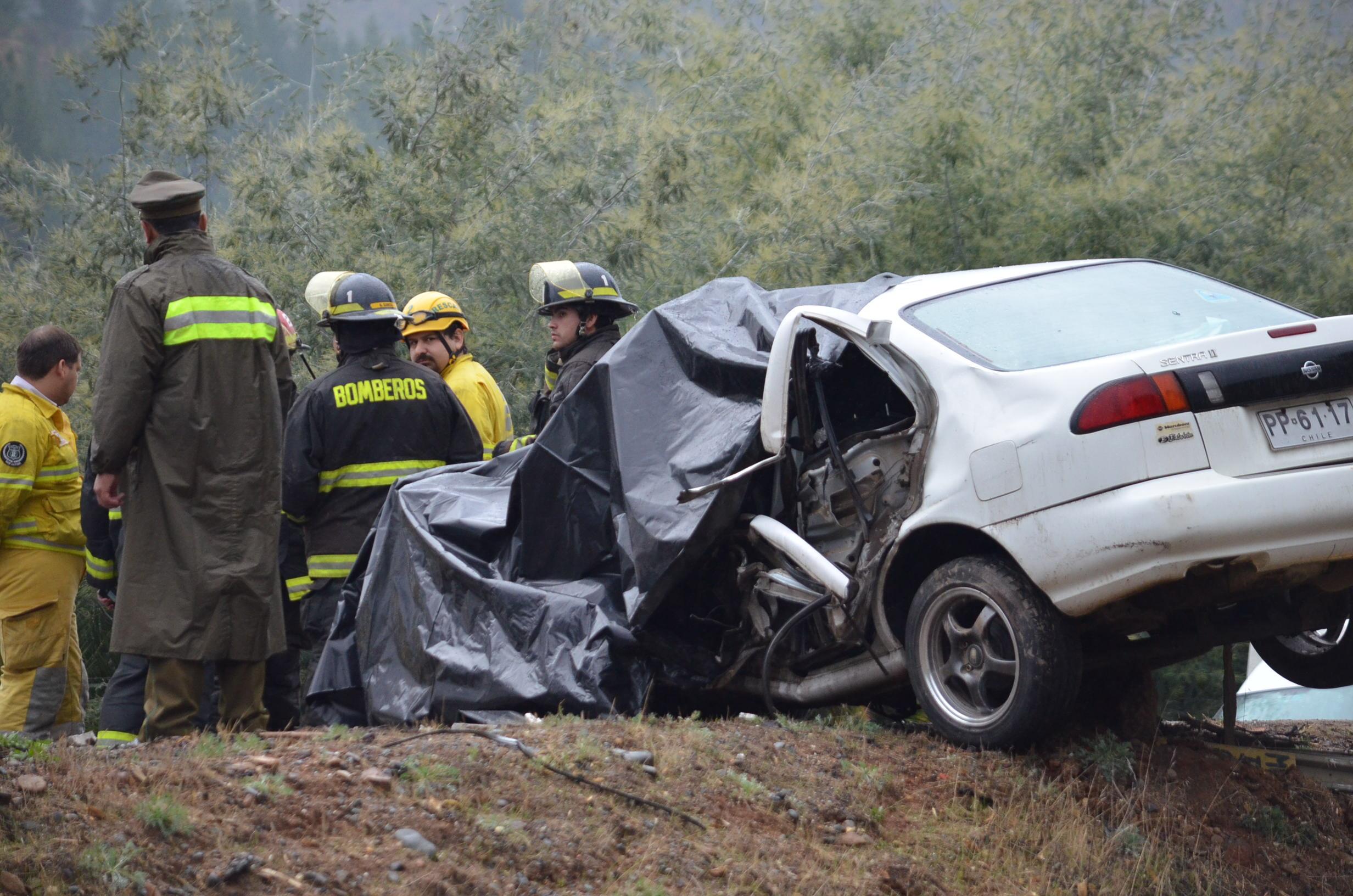 Muere Joven operador de maquinaria al chocar su automóvil con un camión