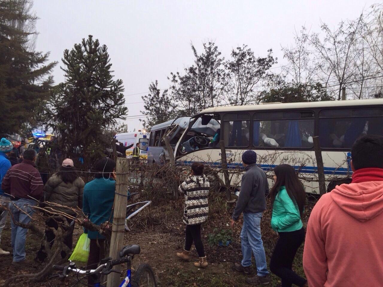 A cuatro aumentan los muertos tras choque frontal de minibuses en Sagrada Familia