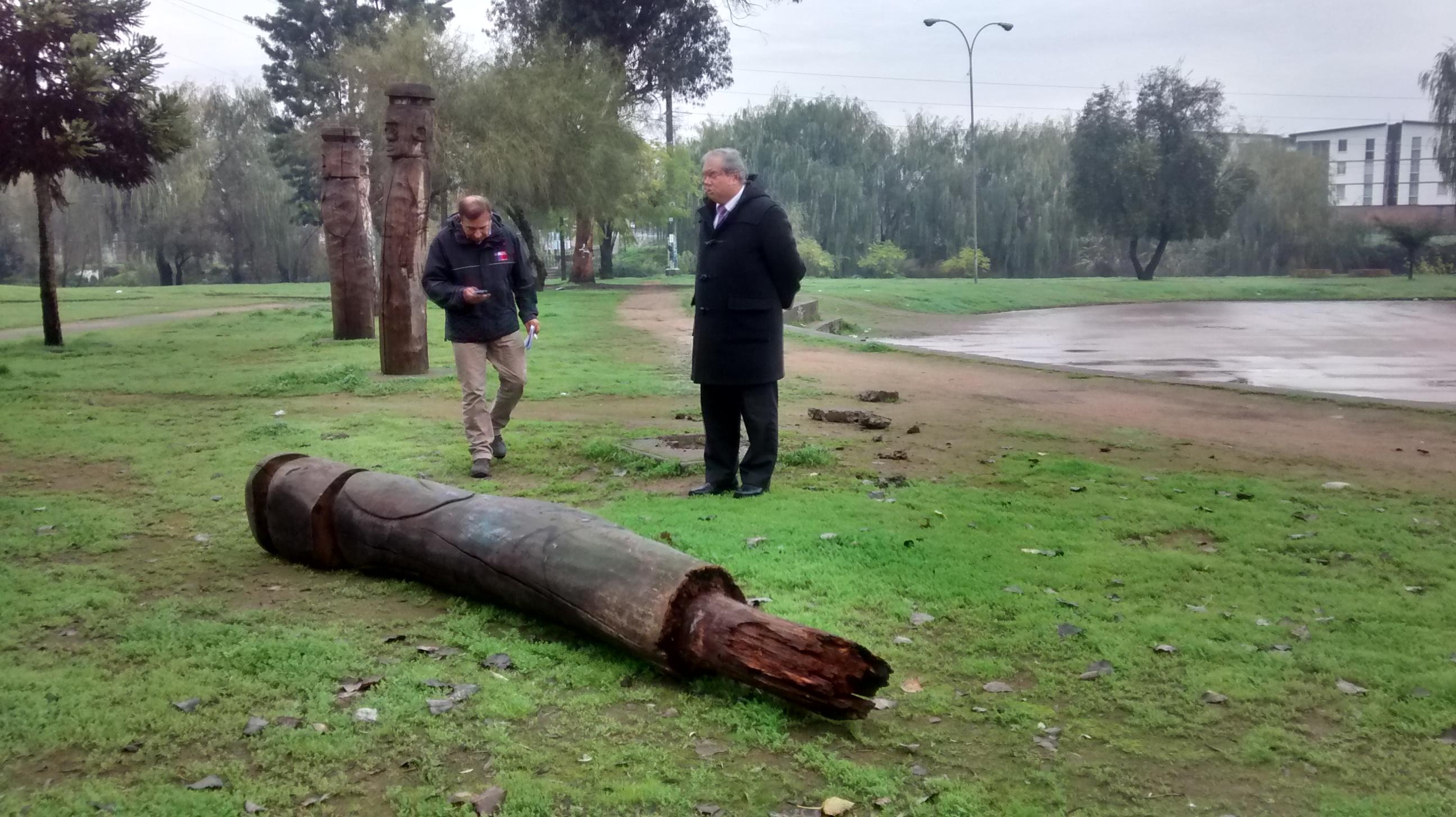 Presentan denuncia por daños a escultura indígena en Talca