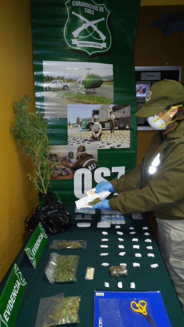 Detienen a mujer y un menor por microtráfico de drogas en Curicó