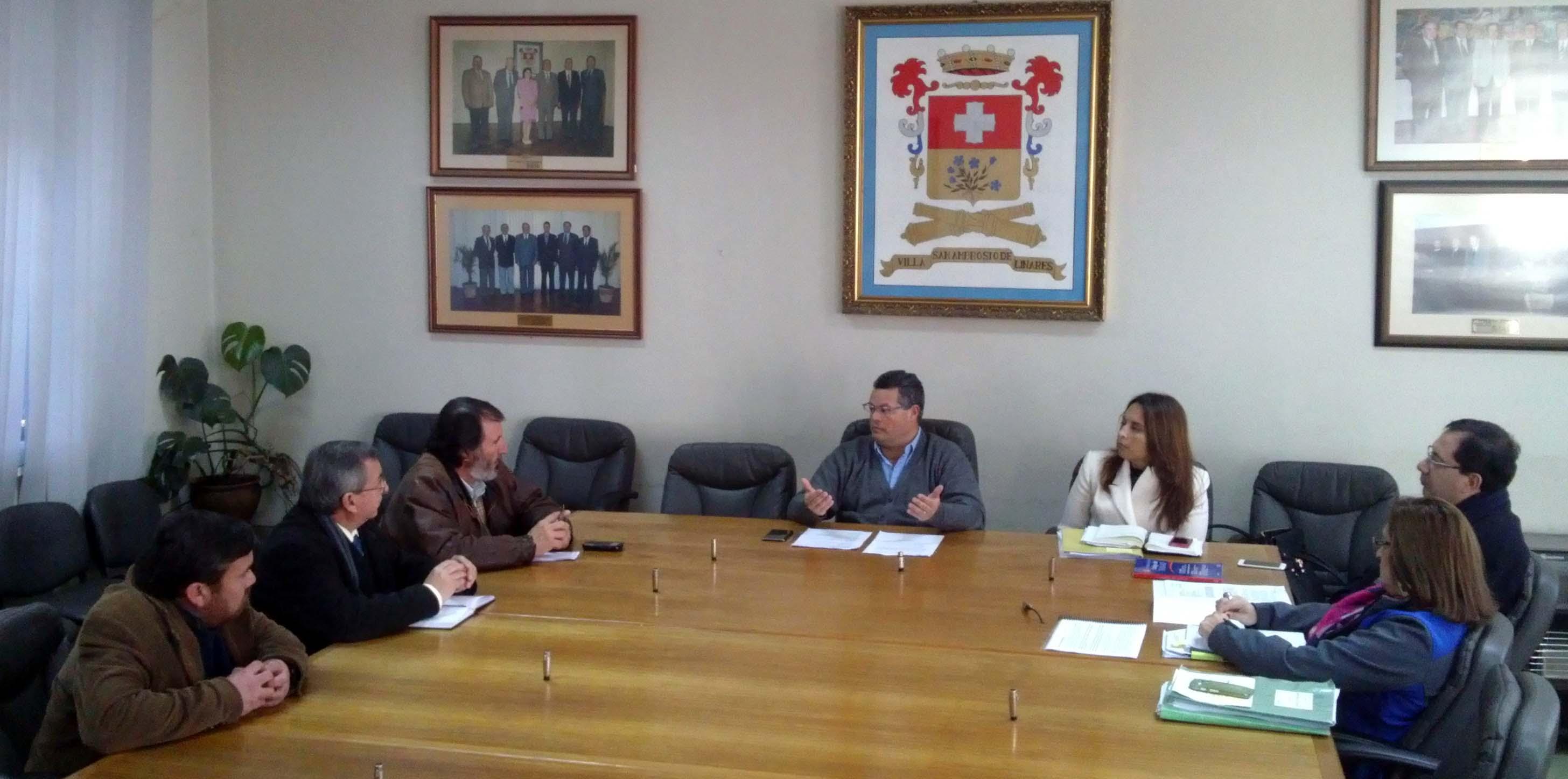 Alcalde de Linares se reúne con directiva de Colegio de Profesores