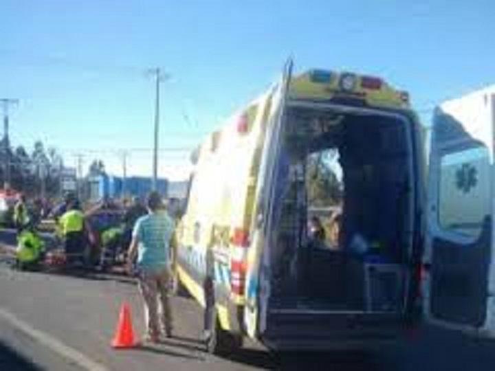 Tres personas heridas tras colisión en centro de Talca