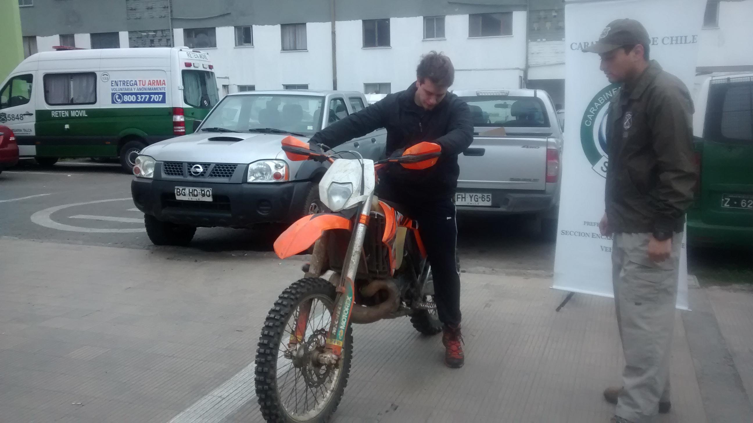 Carabineros recupera moto de competición robada en Talca