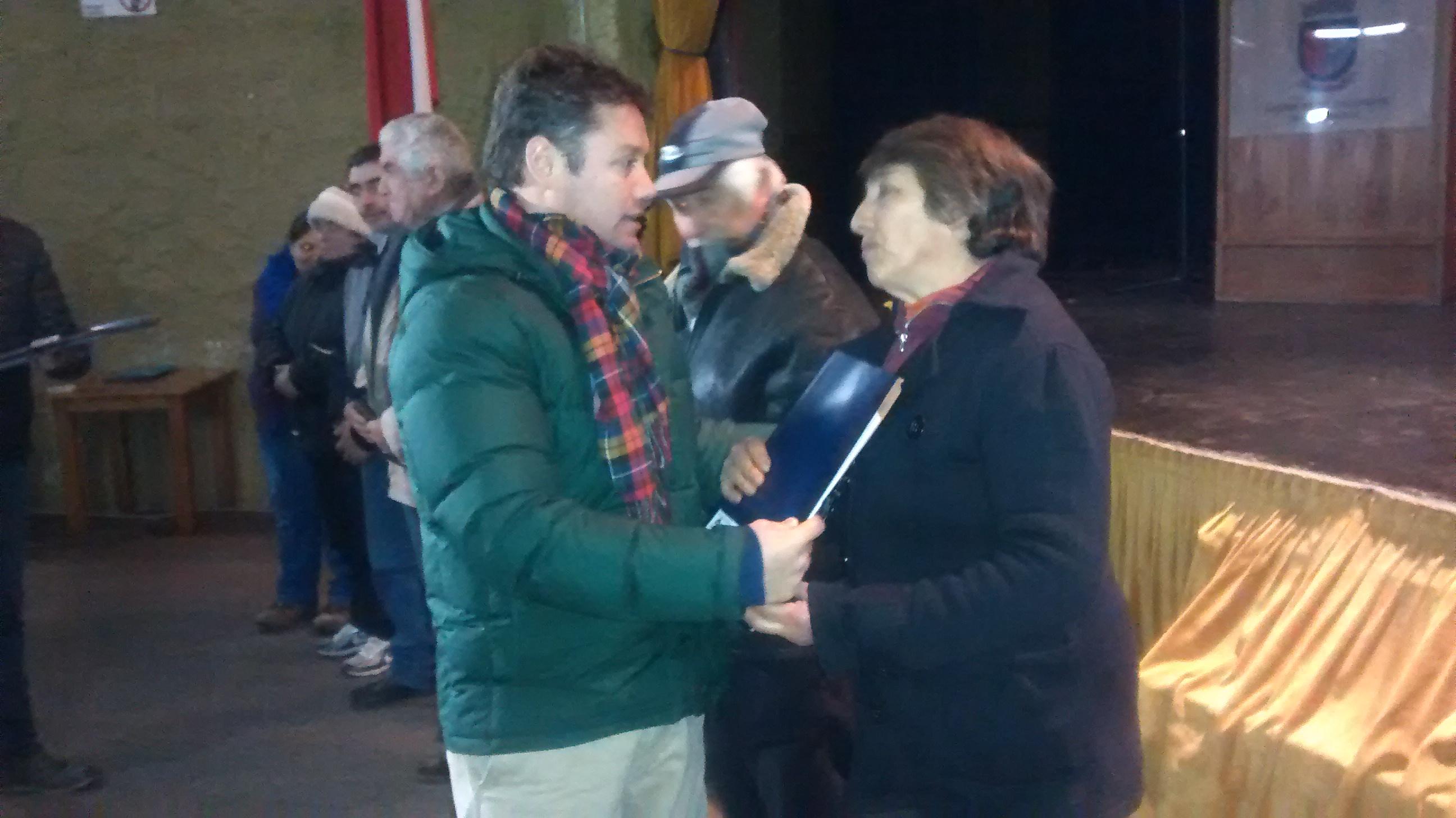 Diputado Pedro Pablo Álvarez-Salamanca encabezó entrega de escrituras a familias en San Clemente