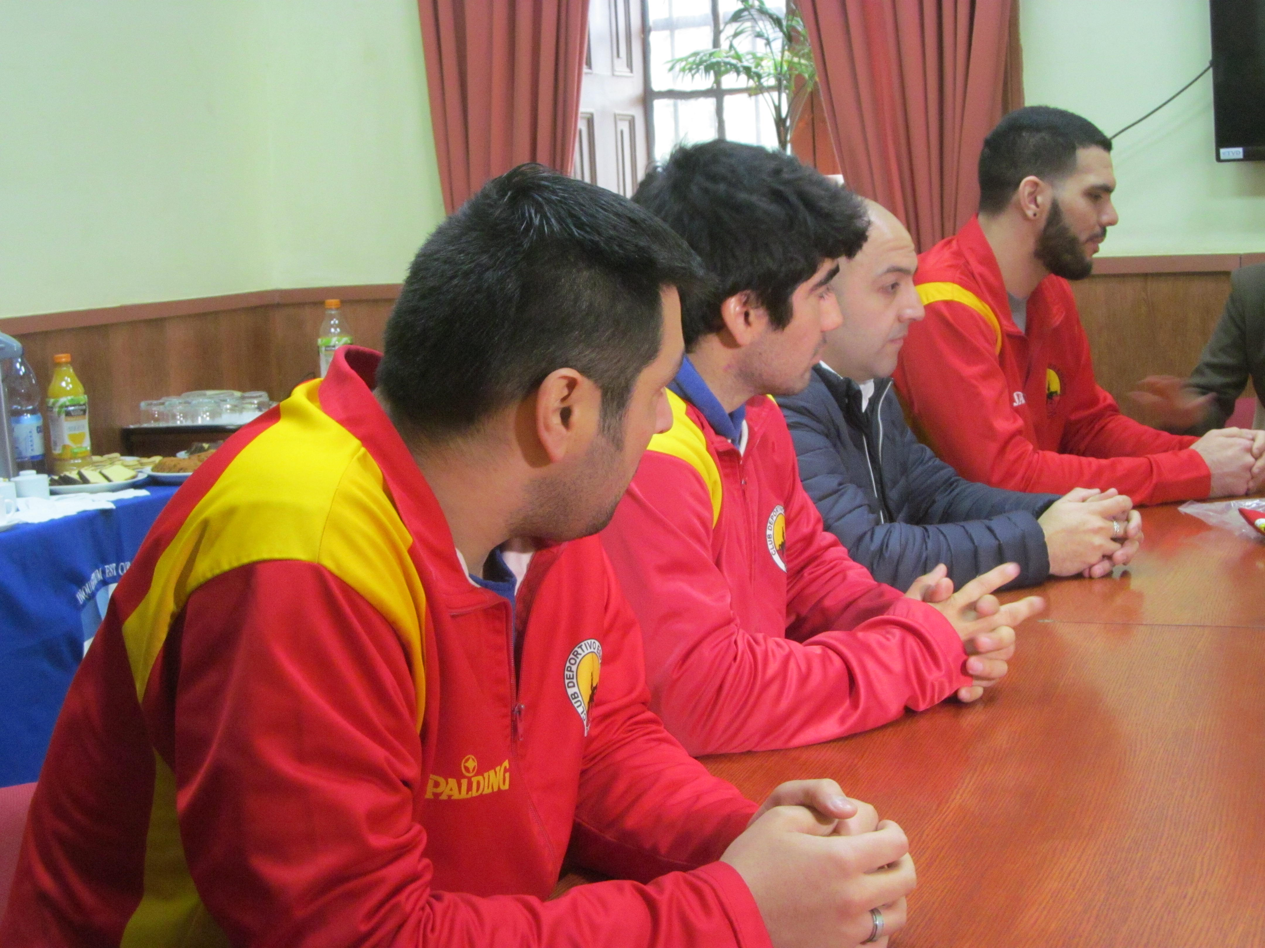 Madera entrega respaldo a Tapia en la banca hispana
