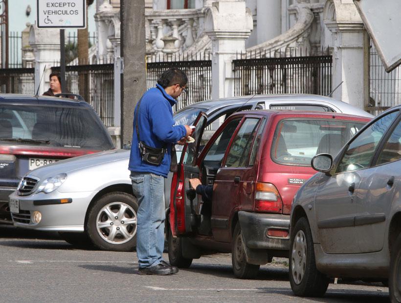 Propondrán perfeccionamientos al proyecto sobre cobro de estacionamientos
