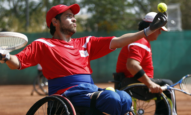 Linares homenajea a tenista paralímpico Carlos Muñoz