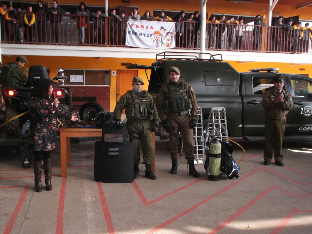 GOPE de Carabineros de Talca, se presenta en escuela de San Clemente