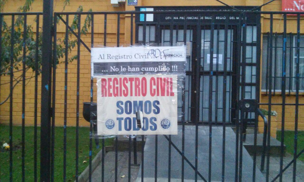Trabajadores del Registro Civil iniciaron paro de actividades en Talca