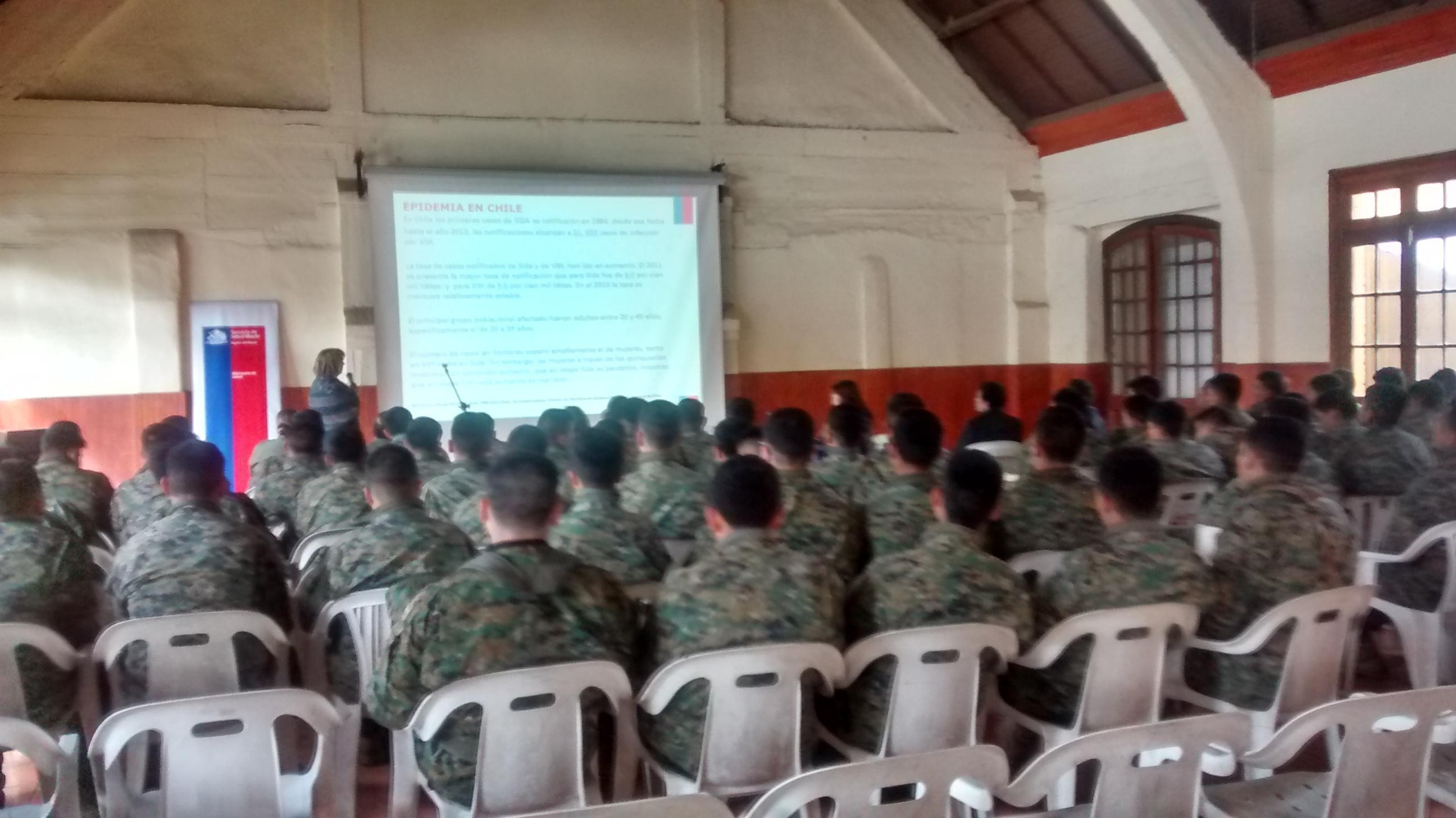 Entregan capacitación para prevenir el contagio del VIH SIDA en regimiento de Talca