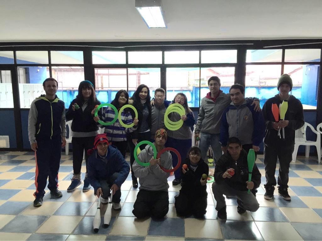 INJUV Maule realiza taller de circo social con jóvenes en situación de discapacidad