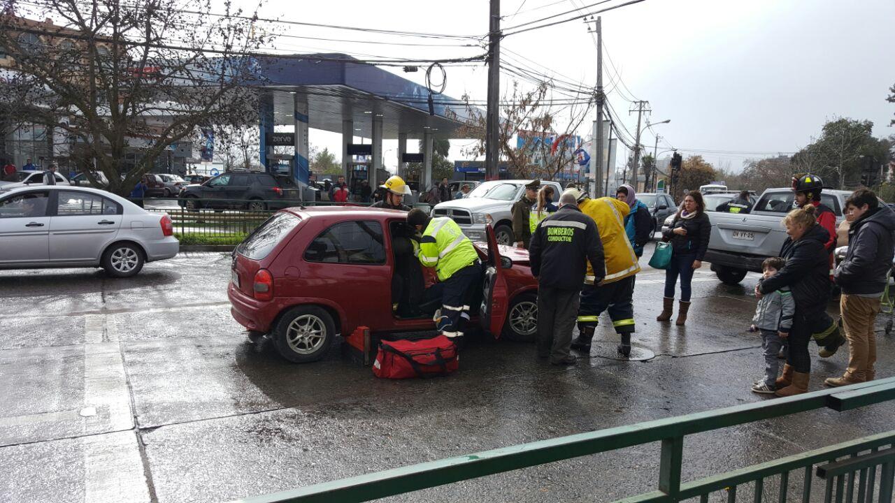 Colisión en avenida Carlos Schorr deja un lesionado