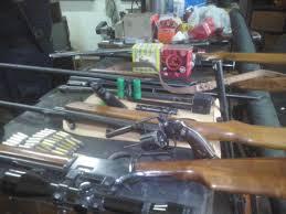 A la cárcel sujeto que mantenía alto poder de fuego y municiones en Linares