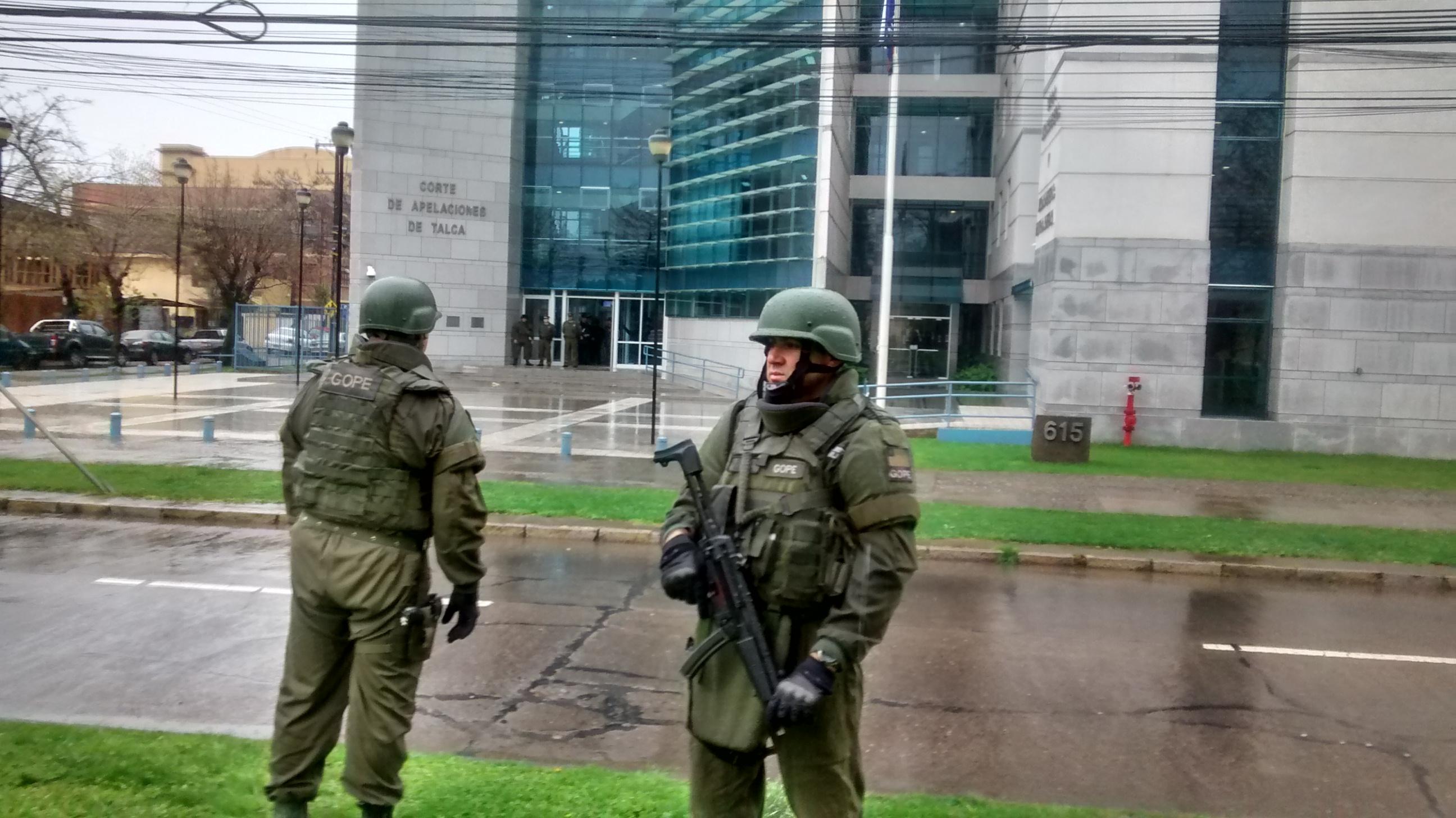 """[Video] Expectación causó simulacro de """"Bomba"""" en Corte de Apelaciones de Talca"""