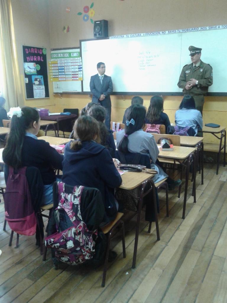 Carabineros realiza charla educativa en colegio de Talca