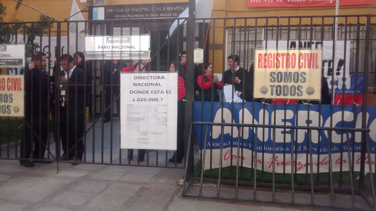 Funcionarios del registro civil radicalizan las movilizaciones ante nulo acuerdo con el gobierno