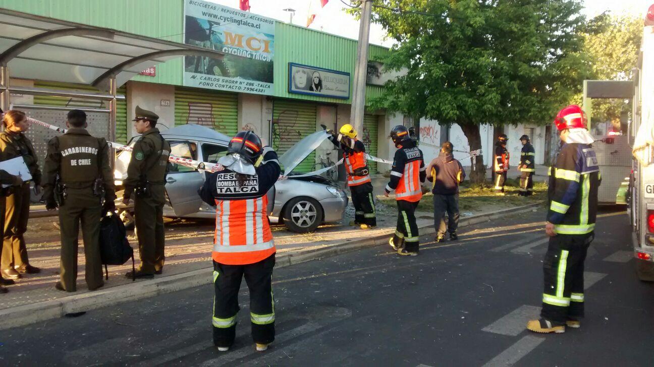 Vehículo contra el sentido del tránsito protagoniza violento accidente en Talca
